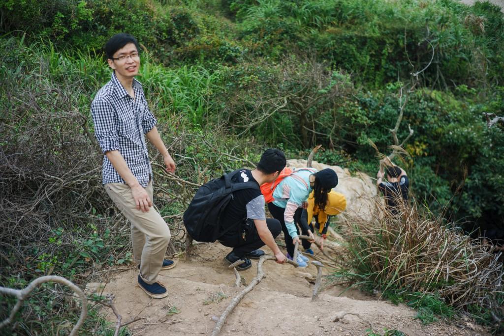 何谓人间路不平?探密林,越深涧,穿幽径,下高岩。