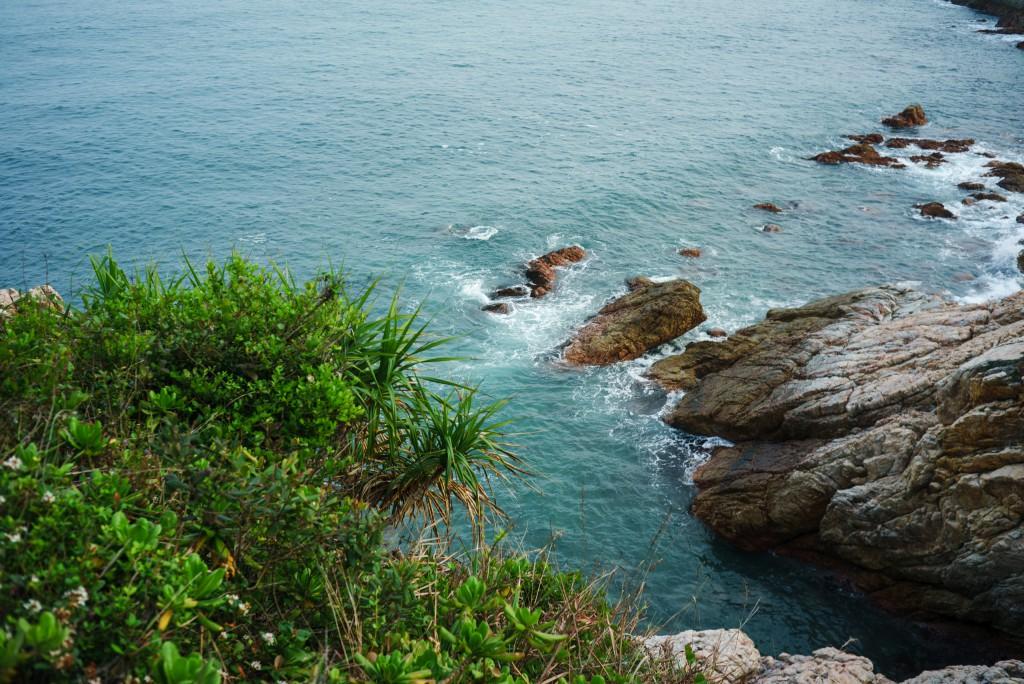 再次上路,美丽的大海依然给我们的每一步增添能量的动力。